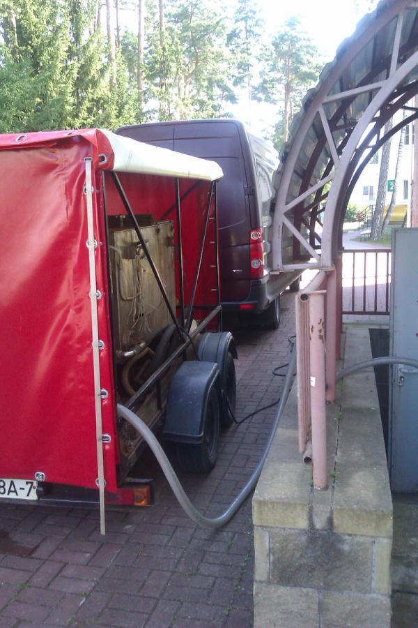 подключение от установки шлангами ПВХ к промываемой системе. Фото1